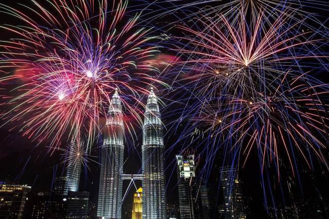kuala-lumpur-layasia-fireworks-2014