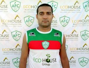 Atacante Fernando Gaúcho é apresentado oficialmente pelo Alecrim (Foto: Gabriel Peres/Divulgação)