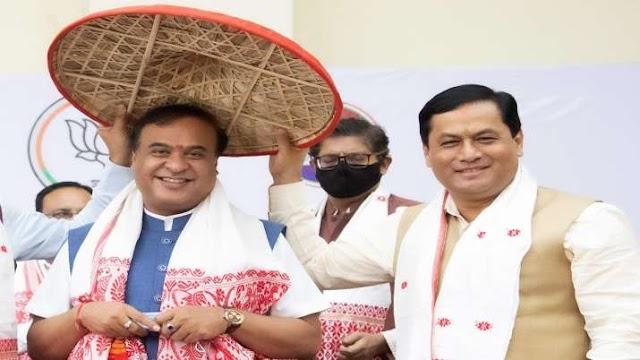 हिमंत बिस्वा सरमा ने ली असम के मुख्यमंत्री पद की शपथ