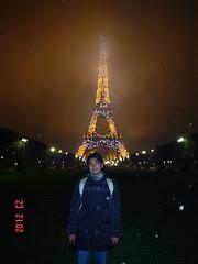 Eiffel Tower di waktu mlm, Paris, France