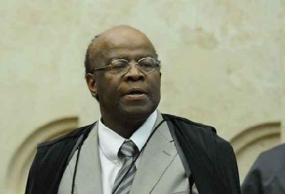 Barbosa lembrou que a Constituição Federal prevê que os condenados percam os direitos políticos (Carlos Moura/CB/D.A Press)