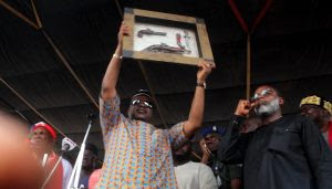 APC Chieftain Presented With Guns And Knives During Rally In Akwa Ibom (Photos)