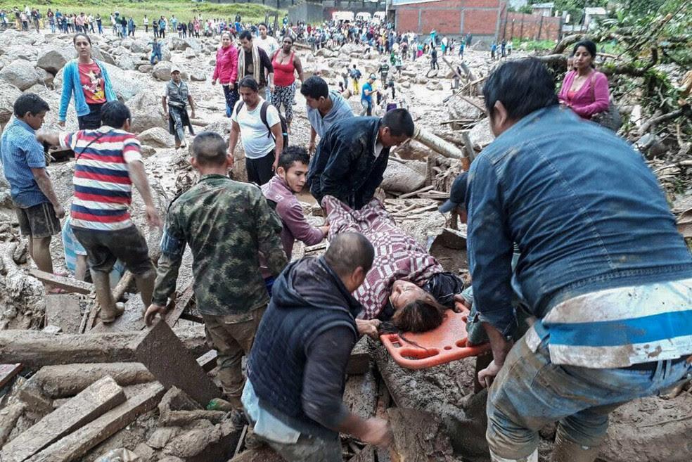 Forças armadas da Colômbia divulga imagens do trabalho das equipes de emergência em Mocoa, no departamento de Putumayo, neste sábado (1º)  (Foto: Ejercito de Colombia / AFP )