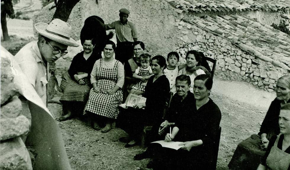 Clase de alfabetización en 1962 en Granada.