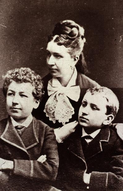 Мать братьев Люмьер - синьора Антонио Люмьер (с сыновьями) матери, такие разные