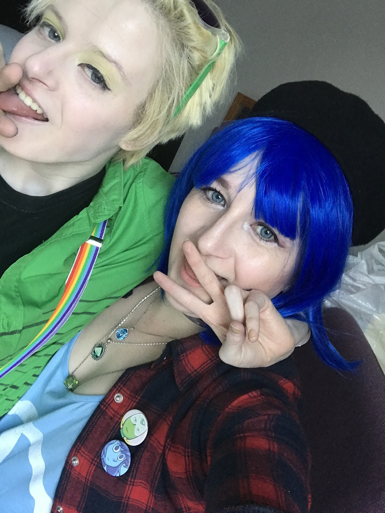 💙💚Human Lapis and Peridot on their night out!! Glow stick raving tonight ✨✨✨✨ @dement09