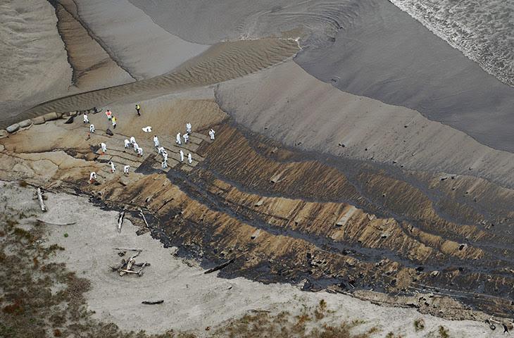 Ρένα oild διαρροή: Νέα Ζηλανδία στρατιώτες σαφές το πετρέλαιο από Papamoa Beach, Νέα Ζηλανδία