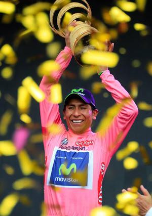 Com a prestigiada taça dourada do Giro 2014
