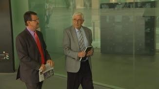 Daniel Osàcar (a la dreta) entrant al jutjat