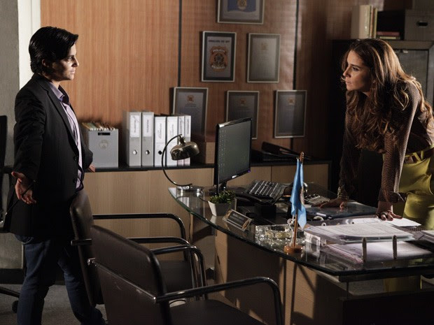 Helô faz proposta perigosa para Jô (Foto: Salve Jorge/TV Globo)