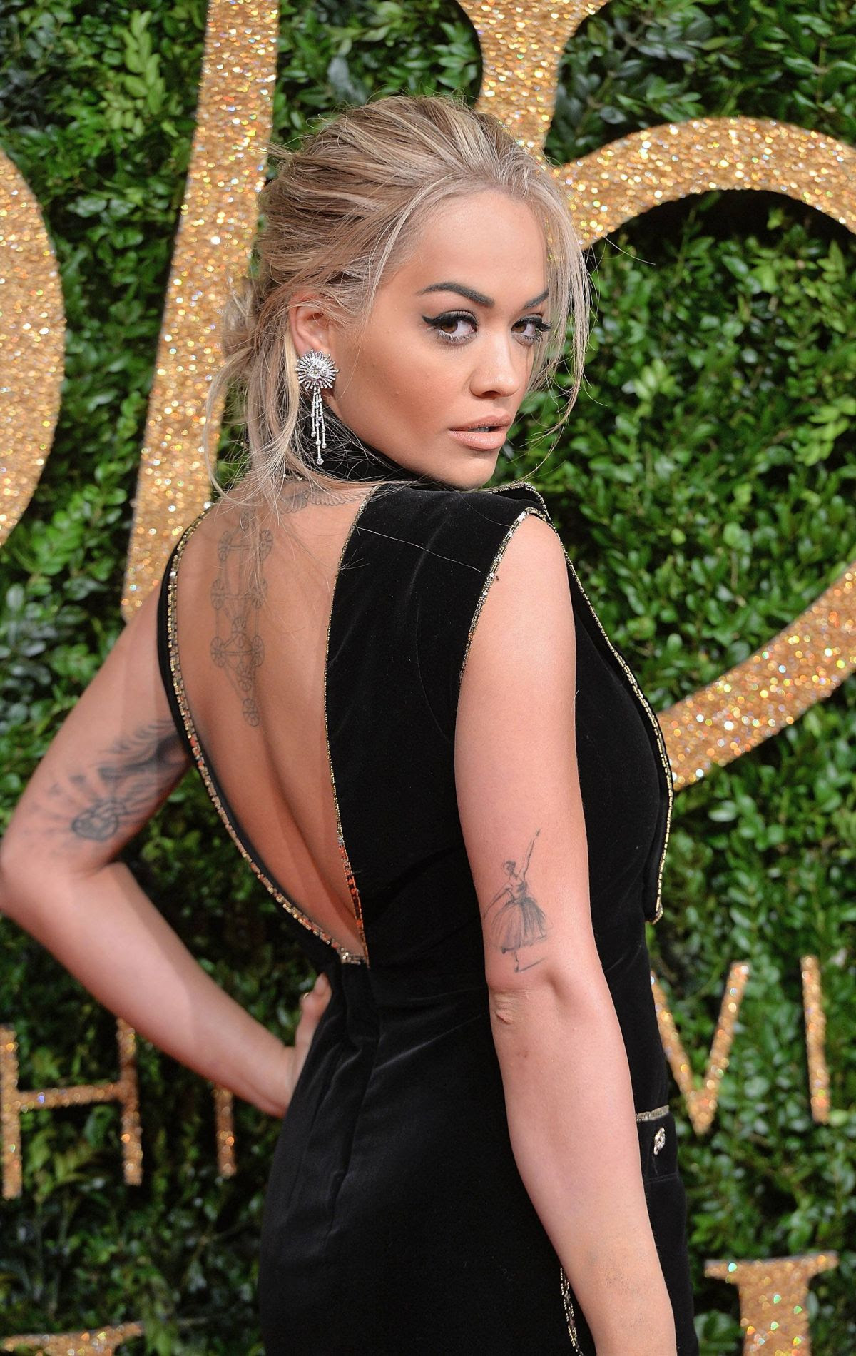 http://www.hawtcelebs.com/wp-content/uploads/2015/11/rita-ora-at-2015-british-fashion-awards-in-london-11-23-2015_4.jpg