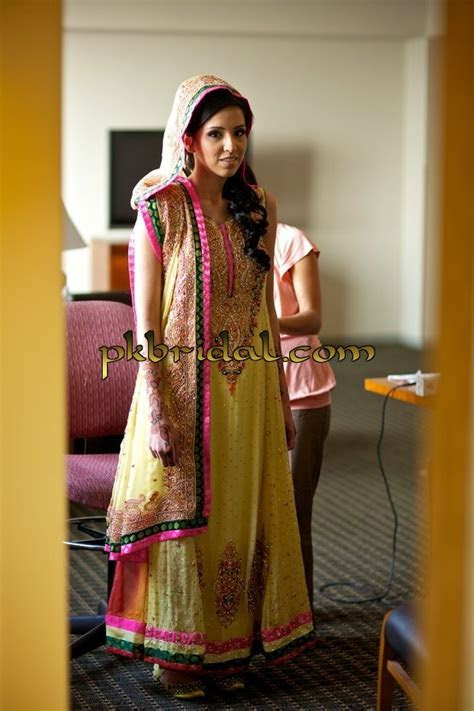Latest Mehndi Ladies Dresses   Best Mayoon Outfits Designs