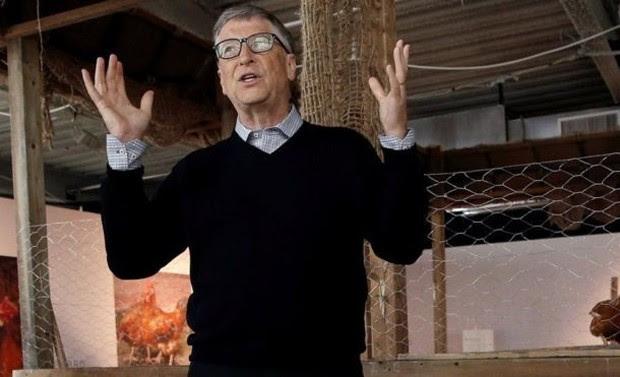 Bill Gates afirma que criar frangos pode render até US$ 1.000 por ano e ajudaria população aficana a sair da linha da pobreza  (Foto: Reuters)