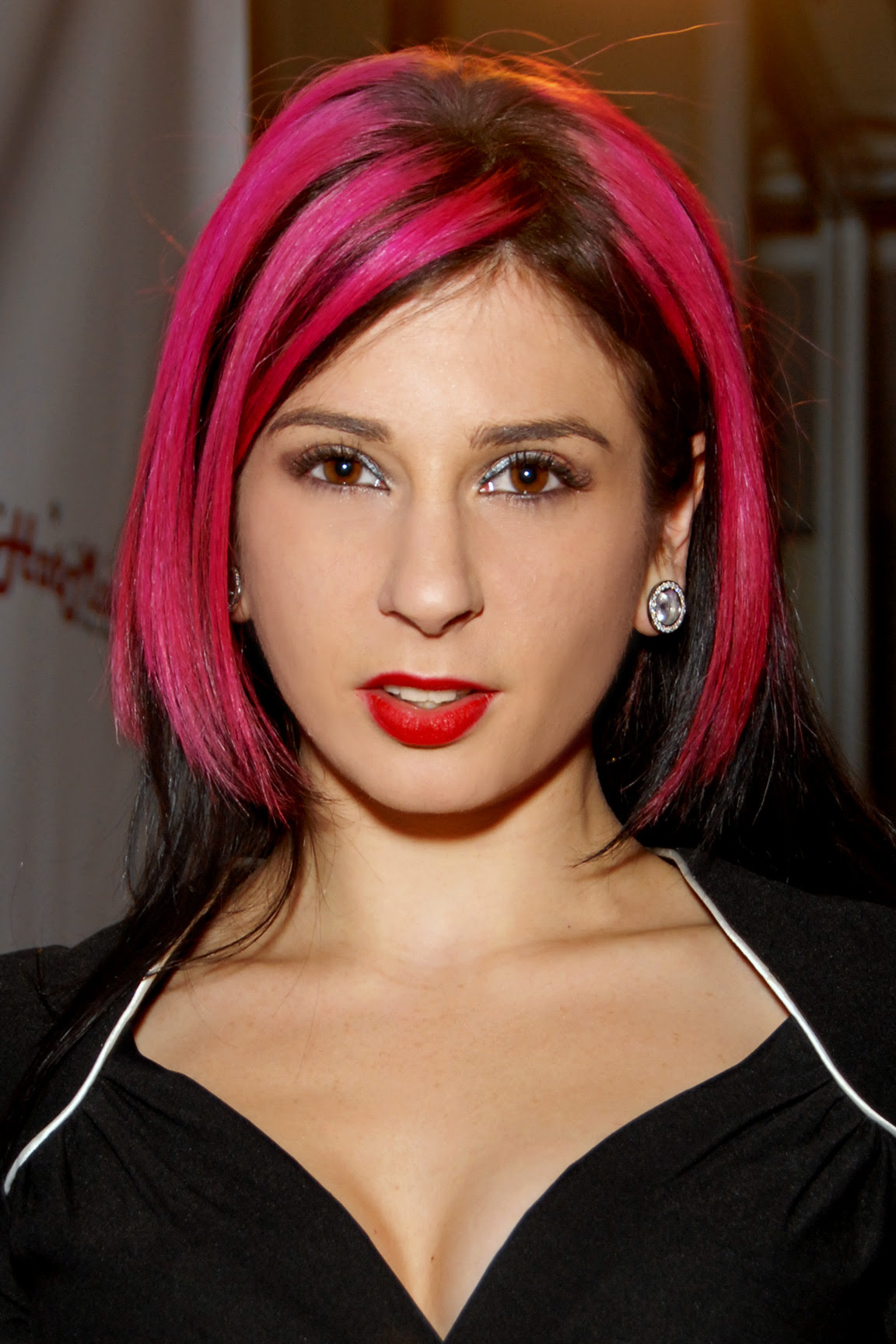 http://upload.wikimedia.org/wikipedia/commons/c/c0/Joanna_Angel_2009.jpg