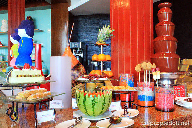 Cakes and Fondue Station