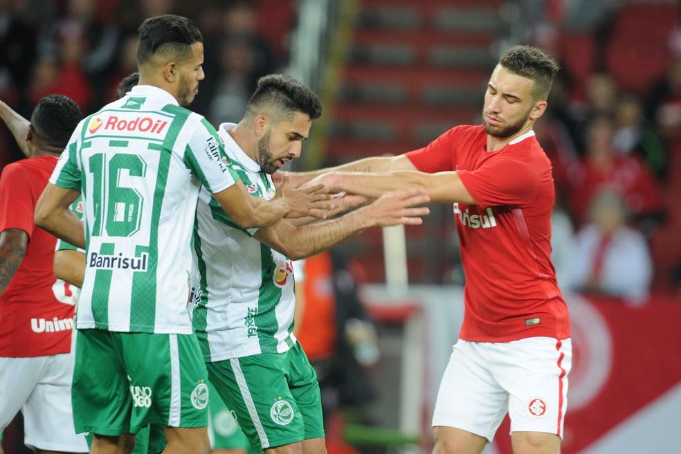 Léo Ortiz virou alvo de protestos dos torcedores após empate em 1 a 1 com o Juventude  (Foto: Wesley Santos/Agência PressDigital)