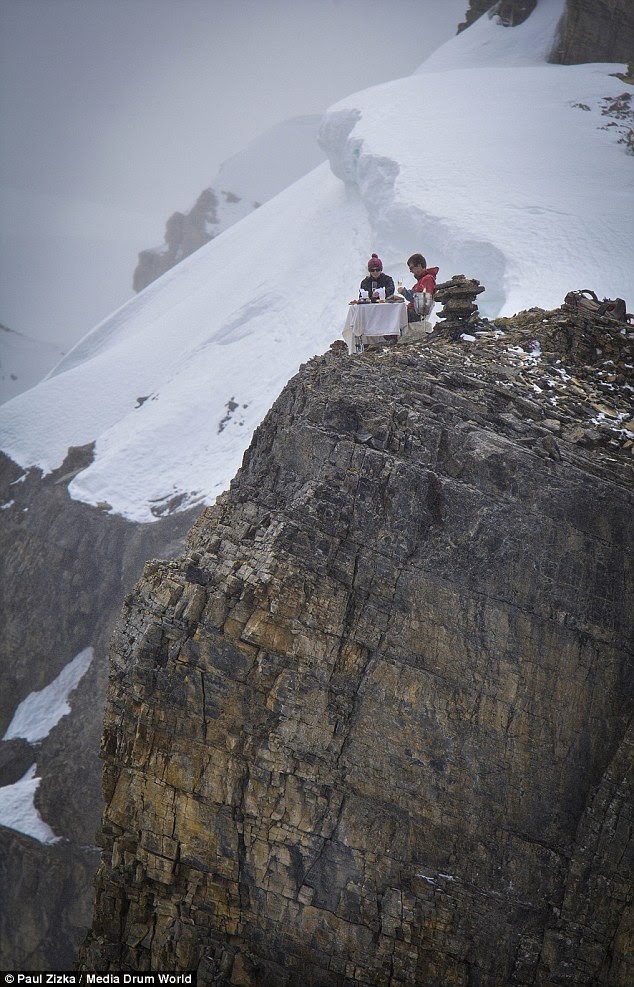 The pair feasted on cheese, crackers and Champagne during a magic mountaintop engagement