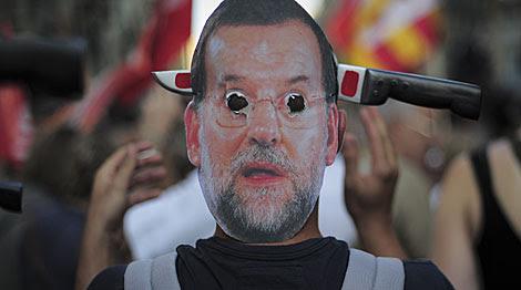 Careta de un manifestante en Barcelona. | Josep Lago / Afp