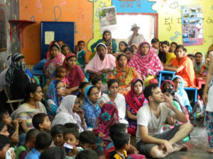 Uno de los propósitos de la asociación es implicar a los padres en la educación de los niños.