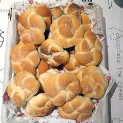 Een mand met zachte witte melkbroodjes :-).
