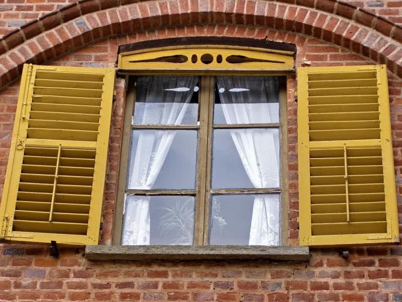 hochwertige baustoffe kann man holzfenster weiss streichen. Black Bedroom Furniture Sets. Home Design Ideas