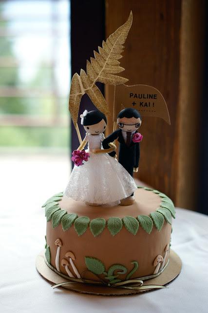so sweet! cutting cake