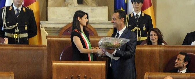 Roma, giunta Raggi taglia auto blu e permessi Ztl. E dà tessera bus e metro ai consiglieri