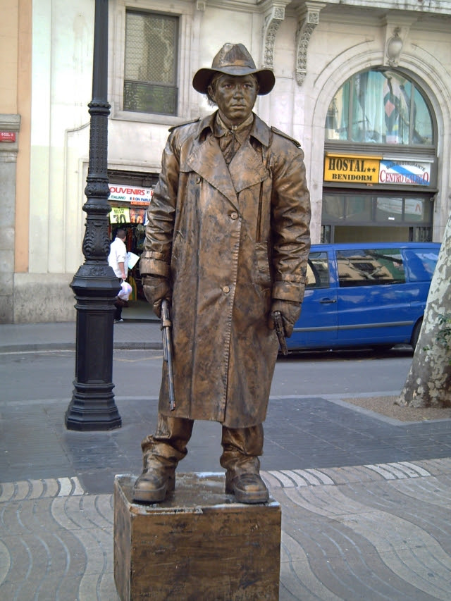 Street Artist at Las Ramblas de Barcelona: Living Statue