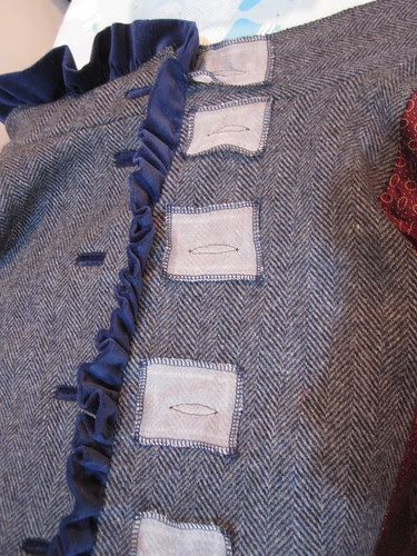 Spanish Snap Buttonholes for Facing