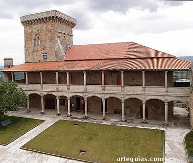Palacio de los Condes y Torre de las Damas del castillo de Monterrey