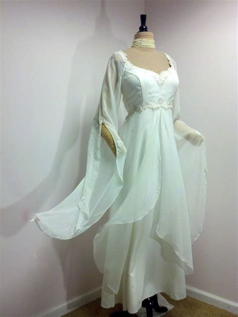 Vintage Wedding Dress . Plus Size Wedding Dress . White