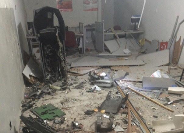 Caixa ficou destruído na ação. Fotos: WhatsApp