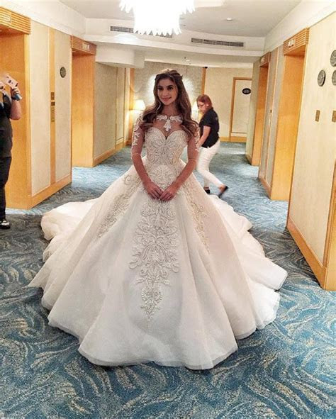 Soon To Be Mrs. Heusaff: Anne Curtis Flaunts Her Gown as