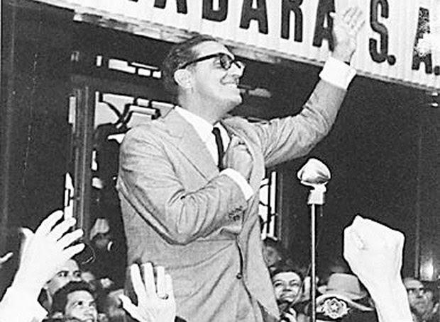 Carlos Lacerda, primeiro governador eleito do Estado da Guanabara. [FSP-Operação Rio-19.11.94] ATENÇÃO: É PRECISO PAGAR PARA REPUBLICAR ESTA FOTO!!!*** NÃO UTILIZAR SEM ANTES CHECAR CRÉDITO E LEGENDA***