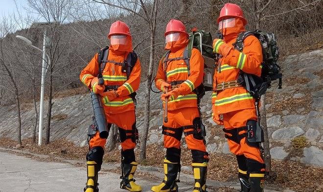 Китайская аэрокосмическая компания выпустила экзоскелет для лесных пожарных