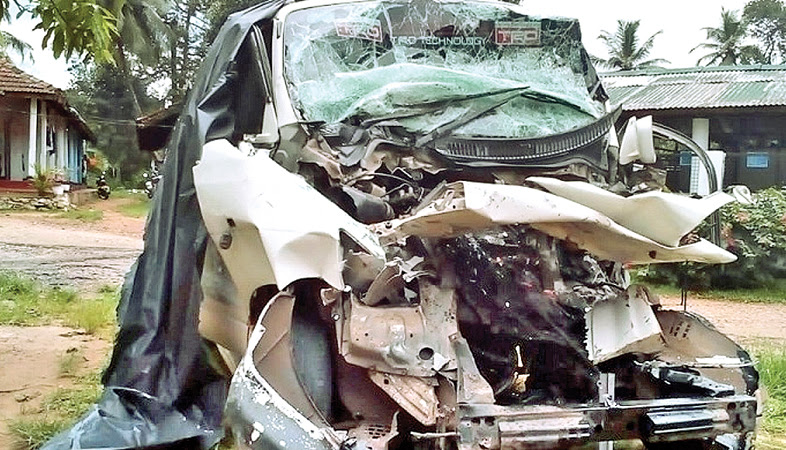 Couple die, four injured in tipper-van collision