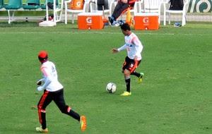 Treino Flamengo Nixon (Foto: Hector Werlang)