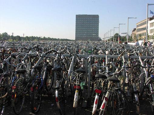 velib, bike sharing, granny bikes, bike solutions, green transportation, car-free travel, green transit, eco transportation, sustainable transit, london transportation, paris, bicycle, alternative, car free