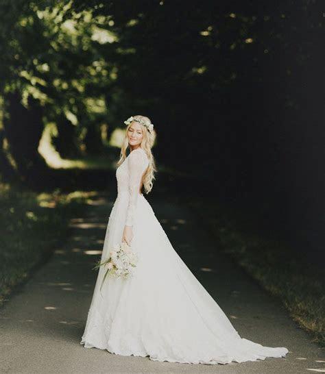 Jun Escario long sleeved a line lace wedding dress   Deer