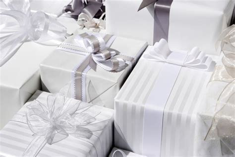 Wedding Presents: The Ultimate Wedding Gift Giving Guide