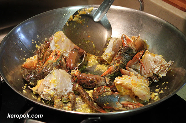 Cooking the garlic butter crabs