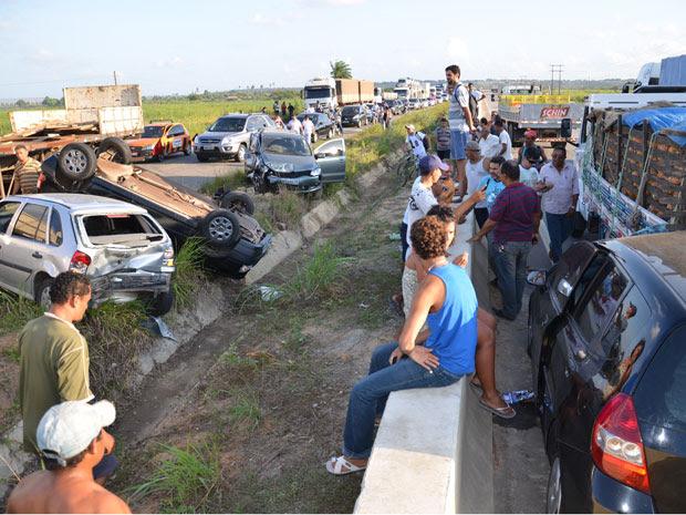 Acidentes causam enorme congestionamento na BR-101 (Foto: Walter Paparazzo/G1 PB)