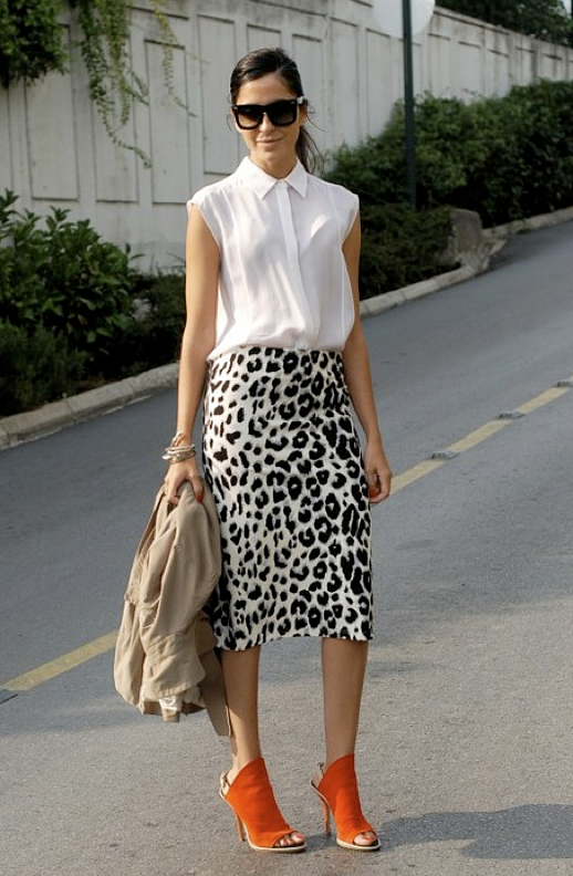 LE FASHION BLOG STREET STYLE LUXURY SHOPPERS BLOG STYLE OVERSIZED BLACK SUNGLASSES SLEEVELESS WHITE TOP TUCKED IN LEOPARD PRINT MIDI SKIRT BANGLES BALENCIAG RED LEATHER MULE SANDALS HEELS