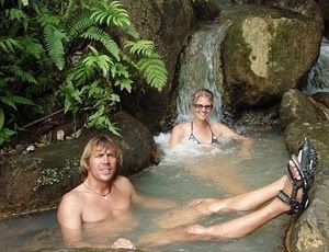 Stefan Ramin e Heike Dorsch em um dos locais paradisíacos que visitaram antes do episódio de suposto canibalismo