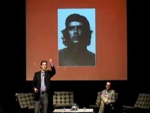 Alec Ross dicta conferencia ante tuiteros y blogueros latinoamericanos en Santiago de Chile, noviembre de 2010.