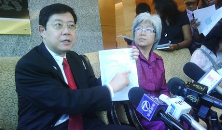 Guan Eng pointing to the menu of Healthy Appetite Restaurant
