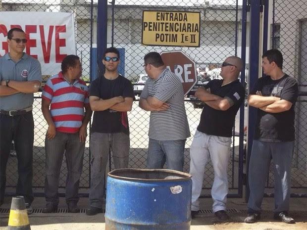 Agentes penitenciários em greve fazem protesto em Potim (Foto: Arquivo Pessoal)
