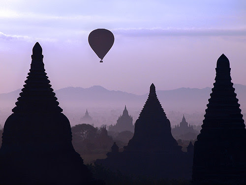 Sunrise over Bagan por Julian Kaesler