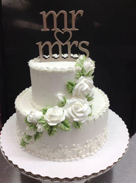 Small wedding cake   like the bottom edge, flowers on top