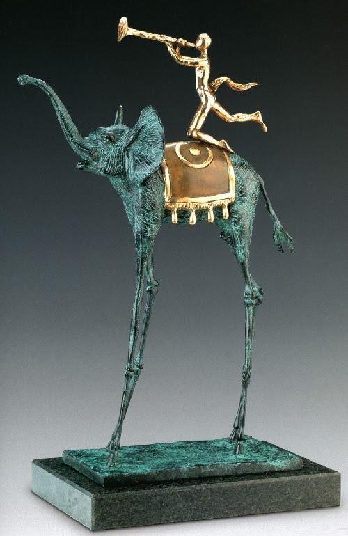 Triumph elefante.  Escultura de bronce de Salvador Dalí